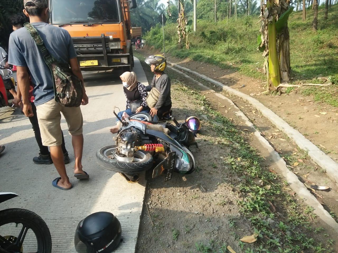 Teronton GJ Adu Banteng Dengan Sepeda Motor Matic di Jalan Raya Parung Panjang – Nanggung