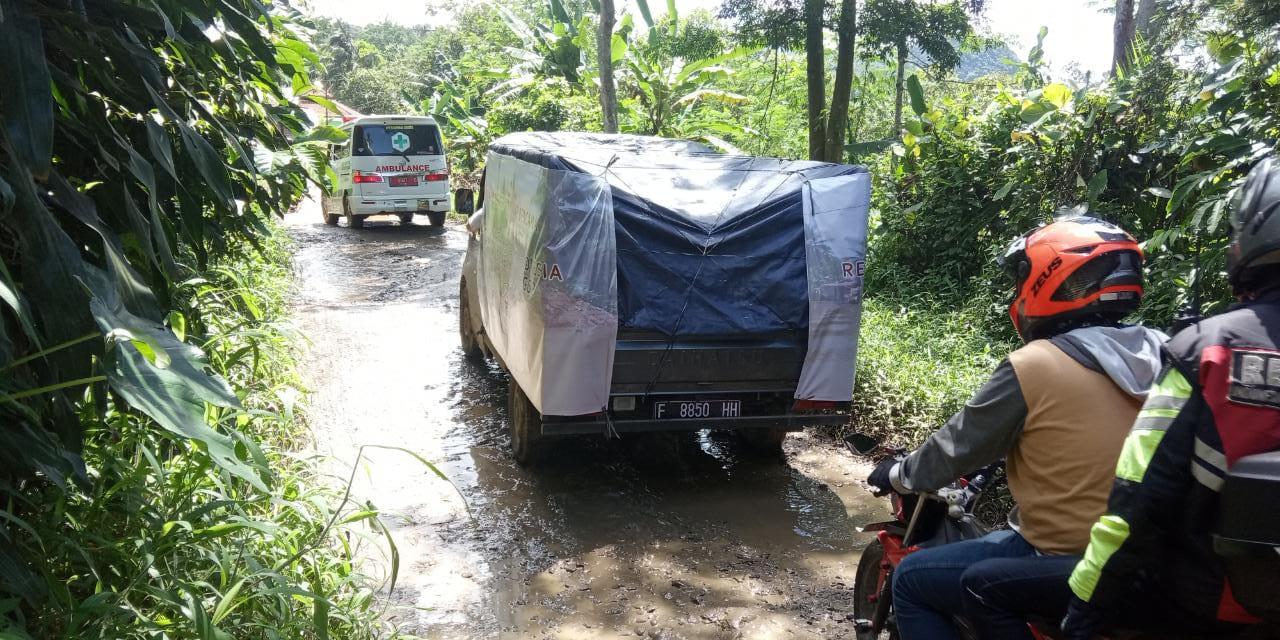 Akses Menuju Tempat Pengungsian Rancanangka Rusak Parah